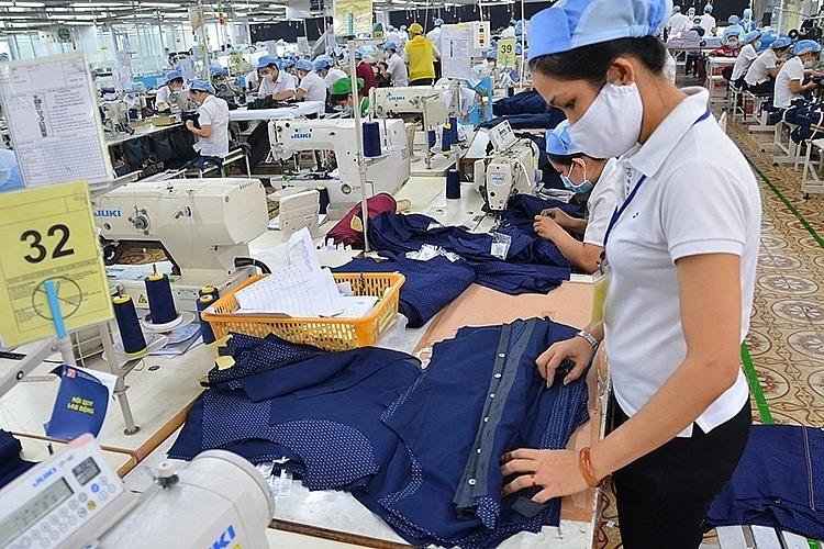 Đơn hàng xuất khẩu dệt may đang chật vật ở nhiều doanh nghiệp vì dịch Covid-19. Ảnh:T.L