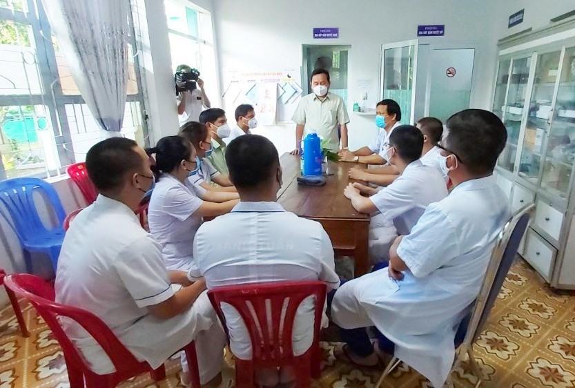 Đại Lộc gặp mặt đội ngũ y bác sĩ tỉnh Phú Thọ đến địa phương hỗ trợ chống dịch Covid-19. Ảnh: NHẬT DUY