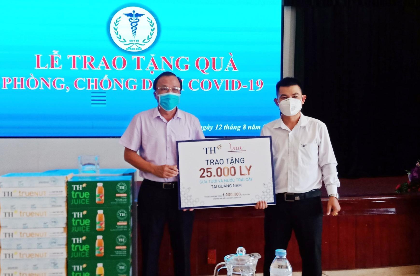 Tập đoàn TH True Milk trao tặng 25 nghìn ly sữa tươi và nước trái cây (tương đương 1.000 thùng) đến ngành y tế Quảng Nam.