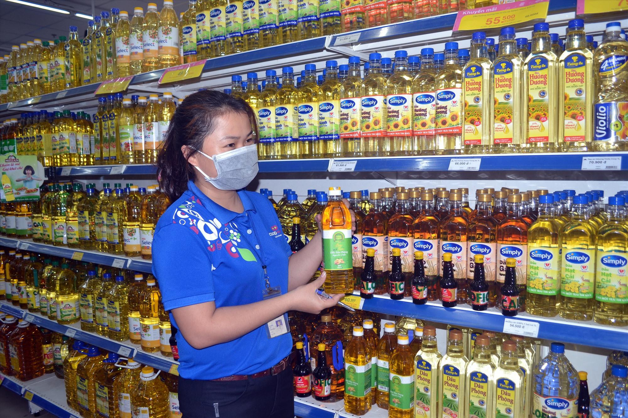 Thực phẩm sạch được bán ở siêu thị Co.opMart Tam Kỳ. Ảnh: VIỆT NGUYỄN