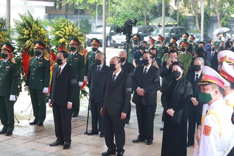 Lãnh đạo, nguyên Lãnh đạo Đảng, Nhà nước chuẩn bị vào viếng nguyên Tổng Bí thư Lê Khả Phiêu tại Nhà tang lễ Quốc gia, số 5 Trần Thánh Tông - Hà Nội. (Ảnh: Trọng Phú)