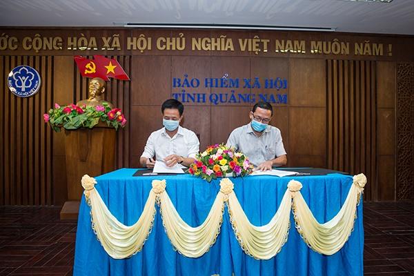 BHXH tỉnh và Bệnh viện đa khoa Thái Bình Dương Tiên Phước ký kết hợp đồng khám chữa bệnh bảo hiểm y tế. Ảnh: D.L