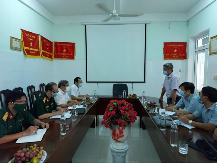 Deputy Minister of Health Nguyen Truong Son at the meeting with the Quang Nam Centre for Disease Control