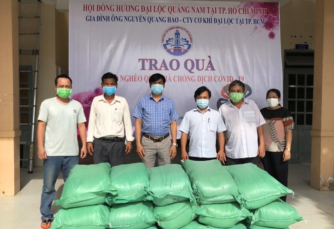 Hội đồng hương Đại Lộc tiếp tục hỗ trợ phòng chống dịch Covid-19