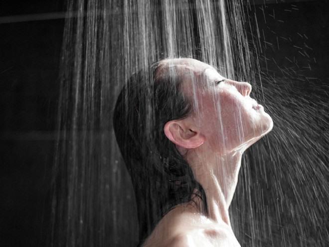 Tắm nước lạnh có thể giúp tăng cường lưu thông máu ẢNH MINH HỌA: SHUTTERSTOCK