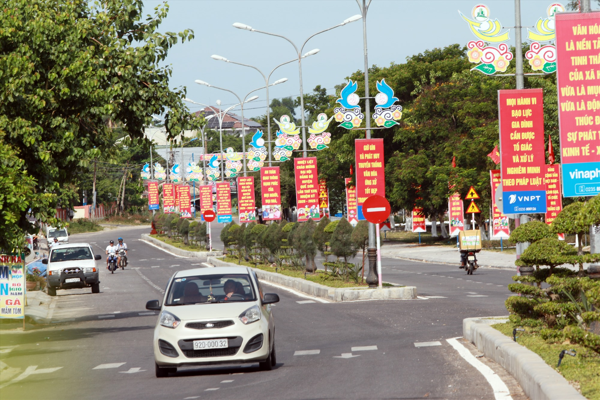 Diện mạo thị trấn Đông Phú (Quế Sơn) ngày càng khang trang. Ảnh: S.C