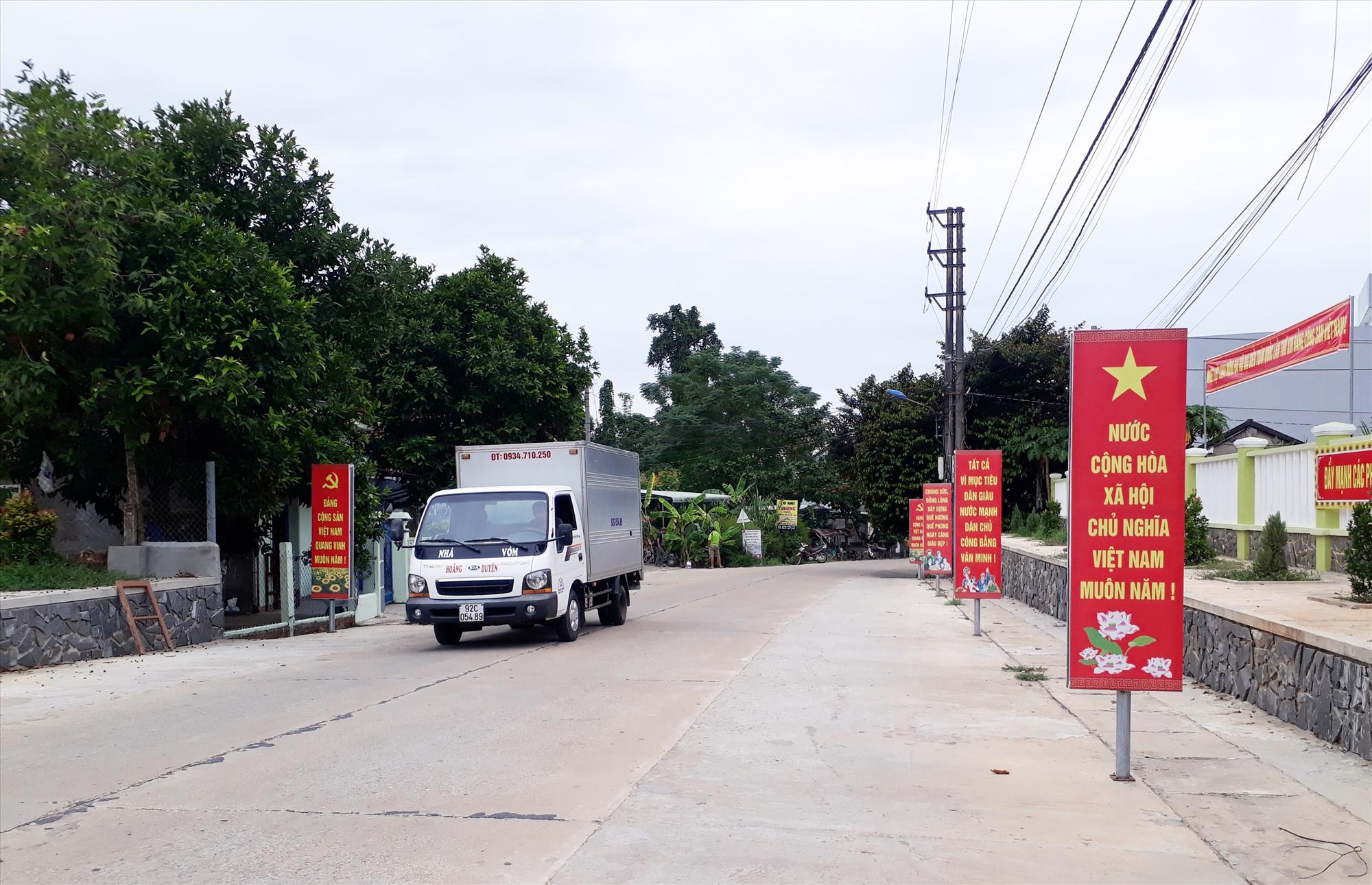 Hạ tầng giao thông xã Quế Phong được xây dựng kiên cố, khang trang. Ảnh: T.L