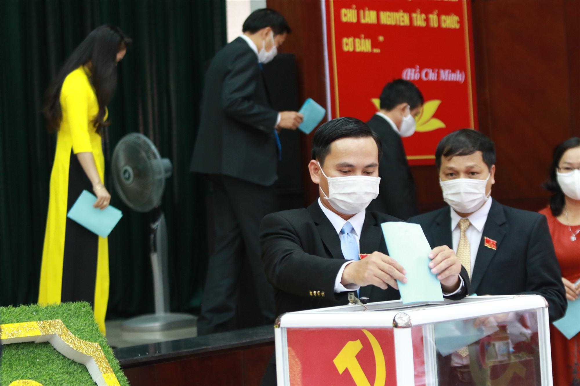 Đại hội đã bầu Ban Chấp hành Đảng bộ Khối các cơ quan tỉnh khóa IX gồm 23 đồng chí. Ảnh: SONG GIANG