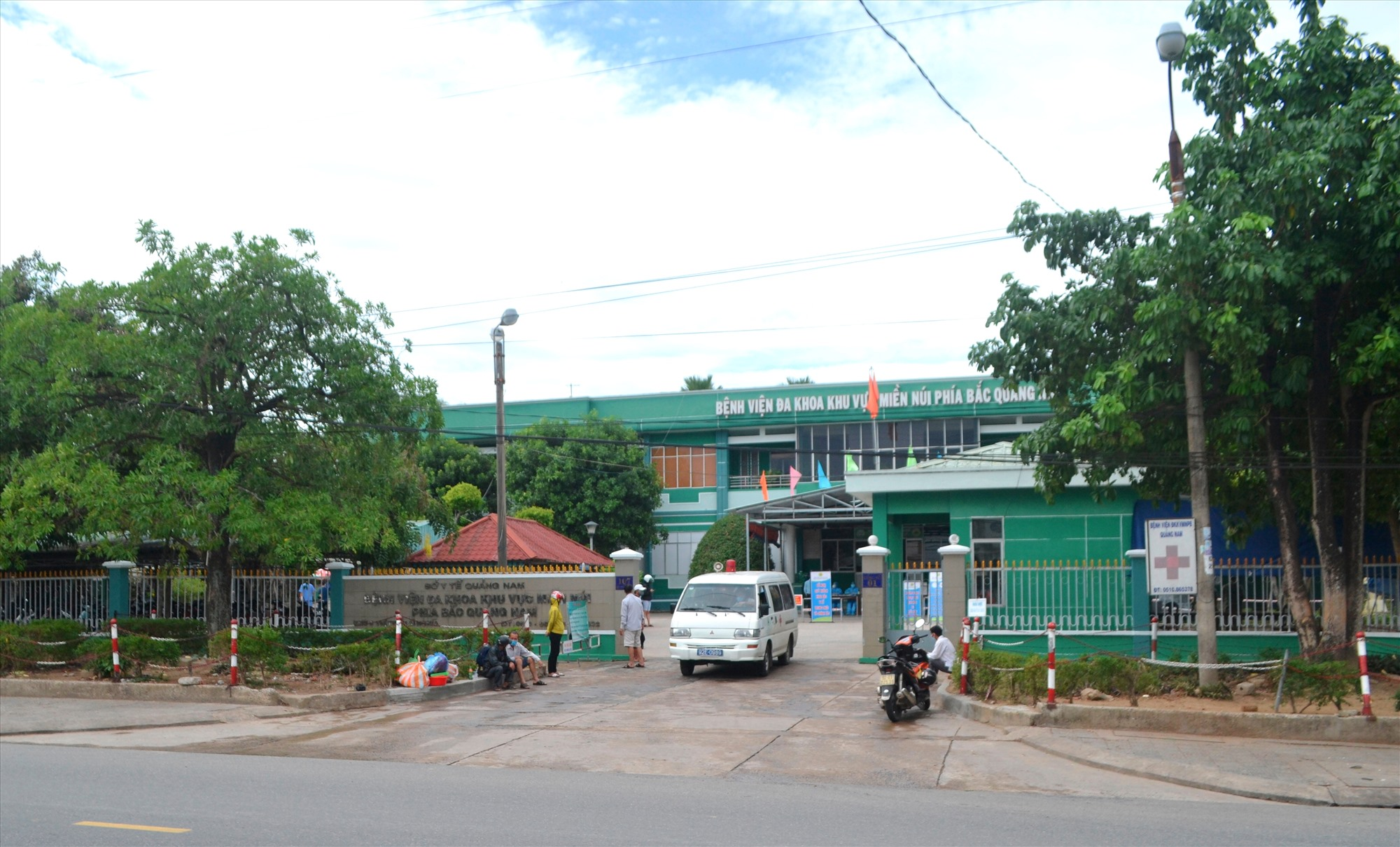 Bệnh viện ĐKKVMN phía Bắc Quảng Nam đang tiếp nhận bệnh nhân đến khám và điều trị. Ảnh: CT