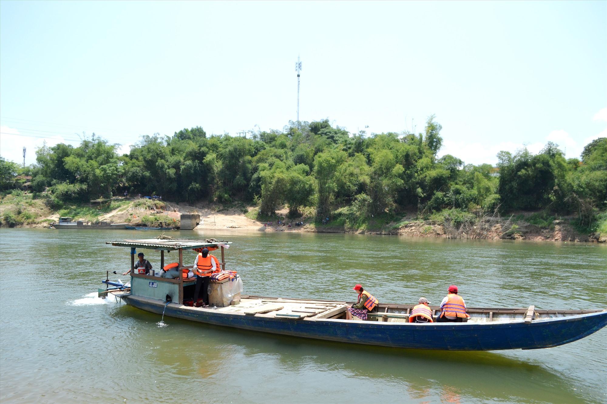 Sông Thu Bồn 2 đoạn chảy qua địa phận xã Quế Trung (Nông Sơn). Ảnh: CÔNG TÚ