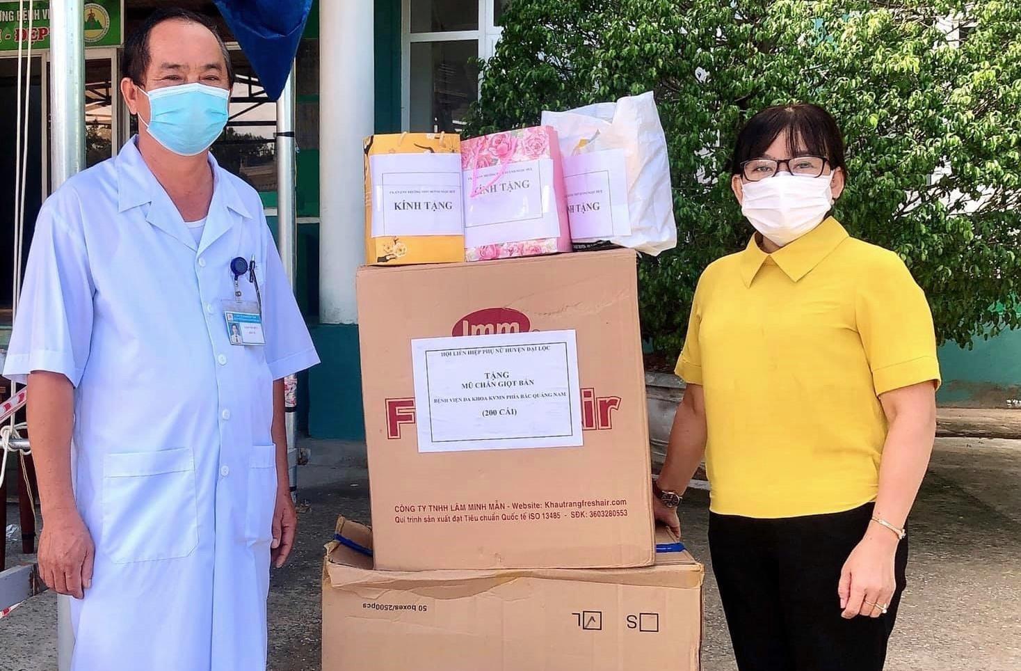 Hội LHPN huyện Đại Lộc nỗ lực vận động nguồn lực xã hội hóa hỗ trợ phòng chống dịch Covid-19. Ảnh: H.L