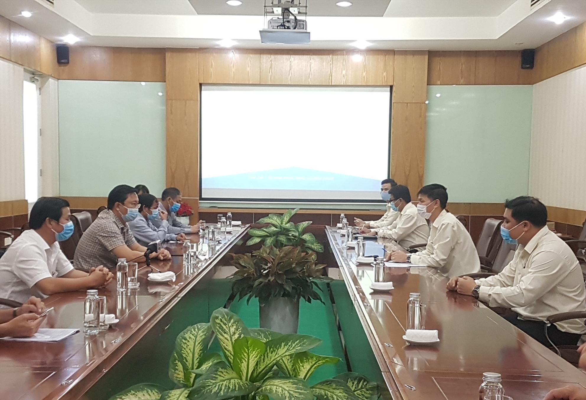 Quang Nam leaders and representatives of Truong Hai Auto Company
