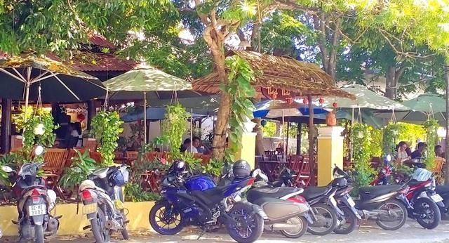 A café re-opened. Photo: dantri.com.vnn