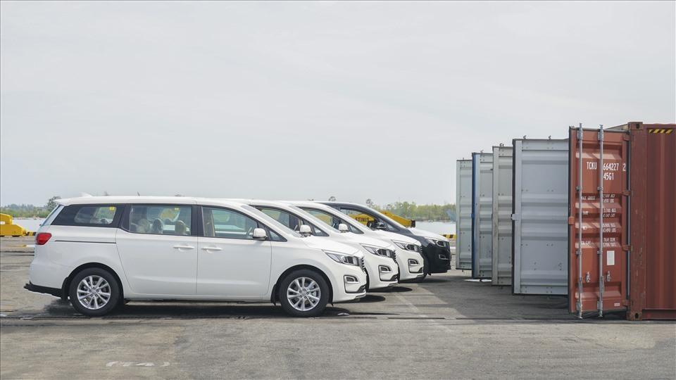 Kia Grand cars exported to Thailand (laodong.vn)
