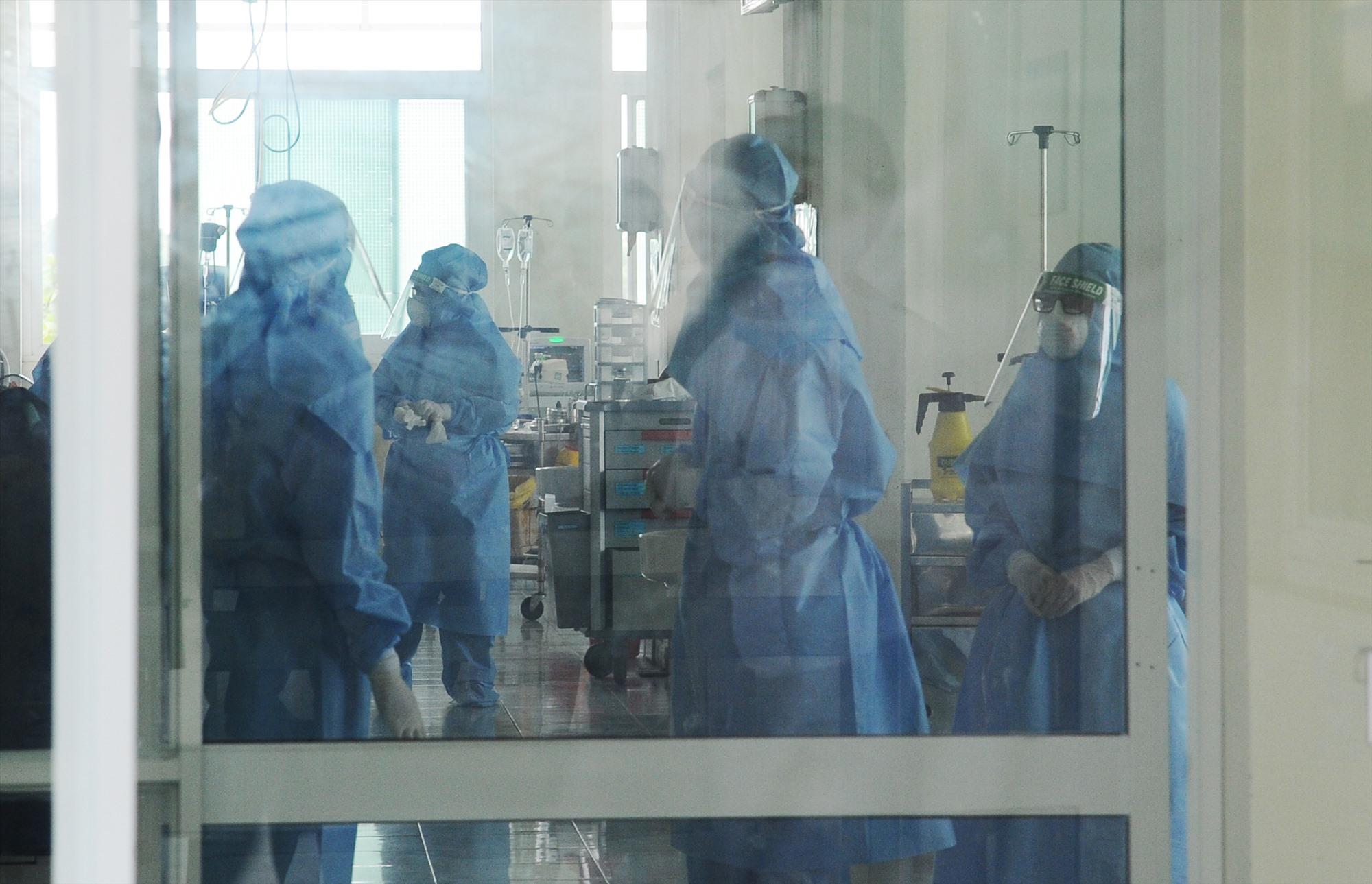 Bệnh viện Đa khoa Trung ương Quảng Nam đang điều trị 15 bệnh nhân Covid-19. Ảnh: PHAN VINH