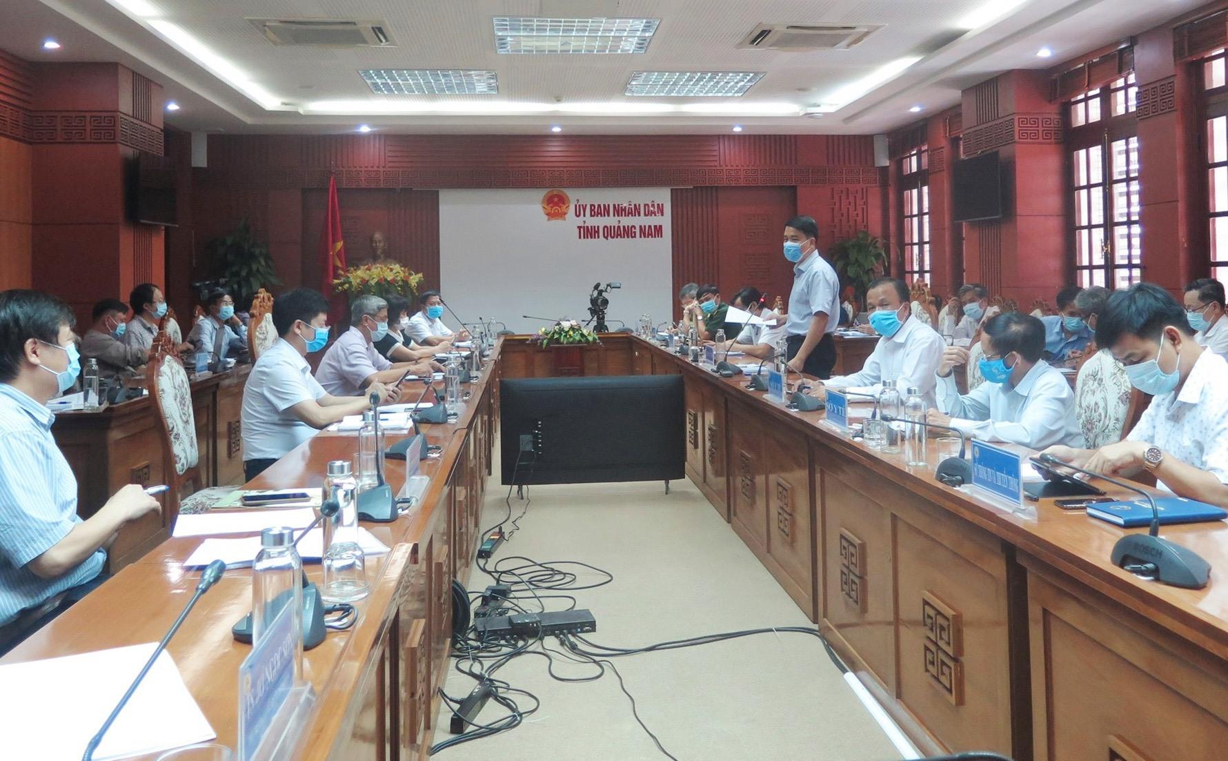 Đoàn công tác Bộ Y tế làm việc với Quảng Nam về công tác điều trị bệnh nhân Covid-19. Ảnh: X.H