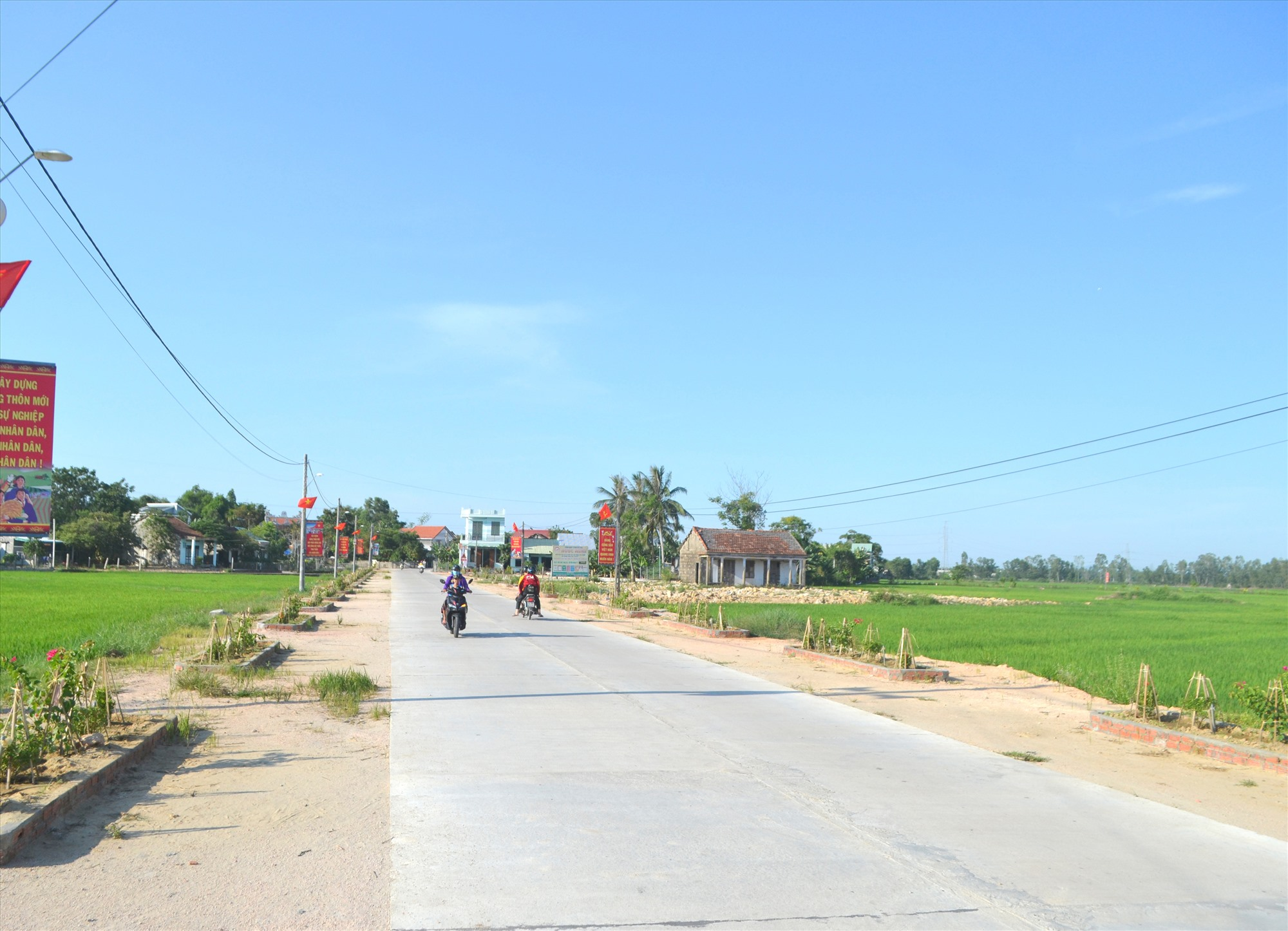 Tuyến đường ĐH8.DX (xã Duy Sơn, Duy Xuyên) được kiên cố hóa. Ảnh: C.T