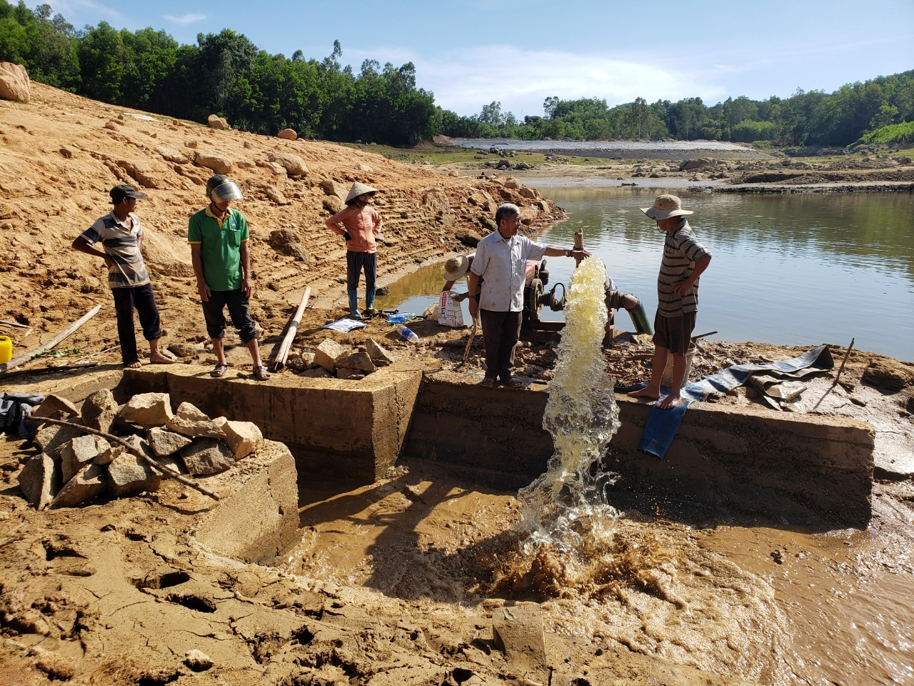 Hồ chứa nước Hố Lau (xã Tam Dân, huyện Phú Ninh) đã cạn nước. Ảnh: THANH THẮNG