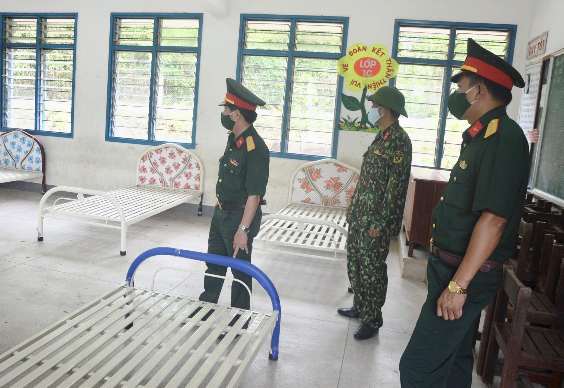 Lãnh đạo Bộ CHQS tỉnh kiểm tra công tác bảo đảm tại khu cách ly.