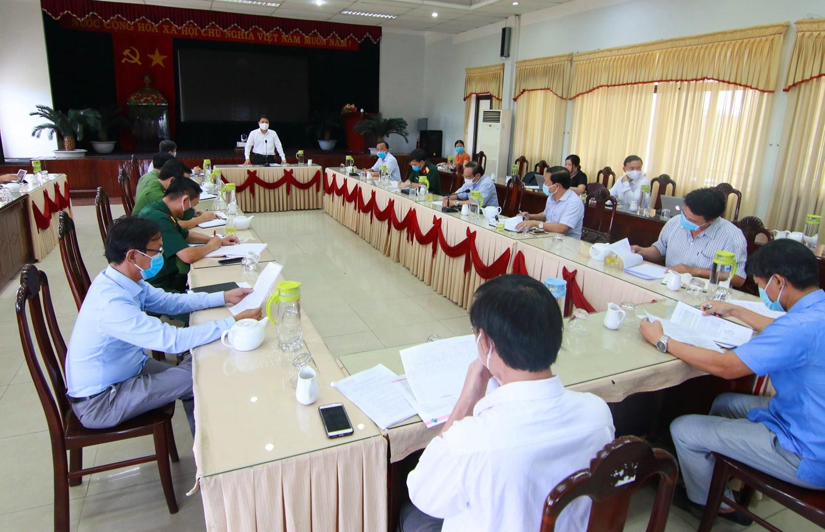 Phó Chủ tịch UBND tỉnh Trần Văn Tân đánh giá cao nỗ lực của chính quyền và người dân Thăng Bình trong bối cảnh dịch bệnh diễn biến phức tạp. Ảnh: T.C