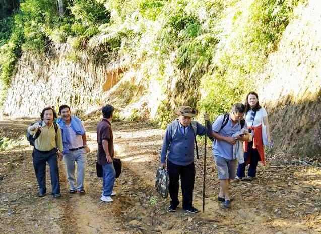 Chi hội Văn học đi thực tế sáng tác tại Tây Giang, một tuần trước khi dịch tái bùng phát. Ảnh: CHVH