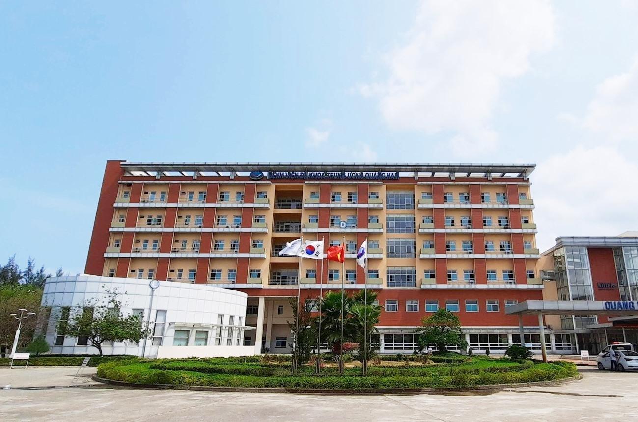 UBND tỉnh sẽ hỗ trợ nhiều hơn để Bệnh viện đa khoa Trung ương Quảng Nam thực hiện tốt công tác điều trị bệnh nhân dương tính Covid-19. Ảnh: ĐOÀN ĐẠO