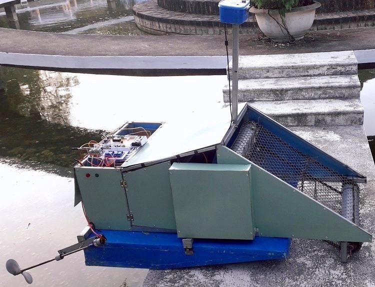 Sản phẩm công nghệ Máy nhặt rác biển thông minh của sinh viên Trường ĐH Bách khoa Đà Nẵng đạt 1 trong 3 giải cao nhất Cuộc thi Đổi mới sáng tạo kỹ thuật eProjects -2020 tại TP Hồ Chí Minh. Ảnh Xuân Lan