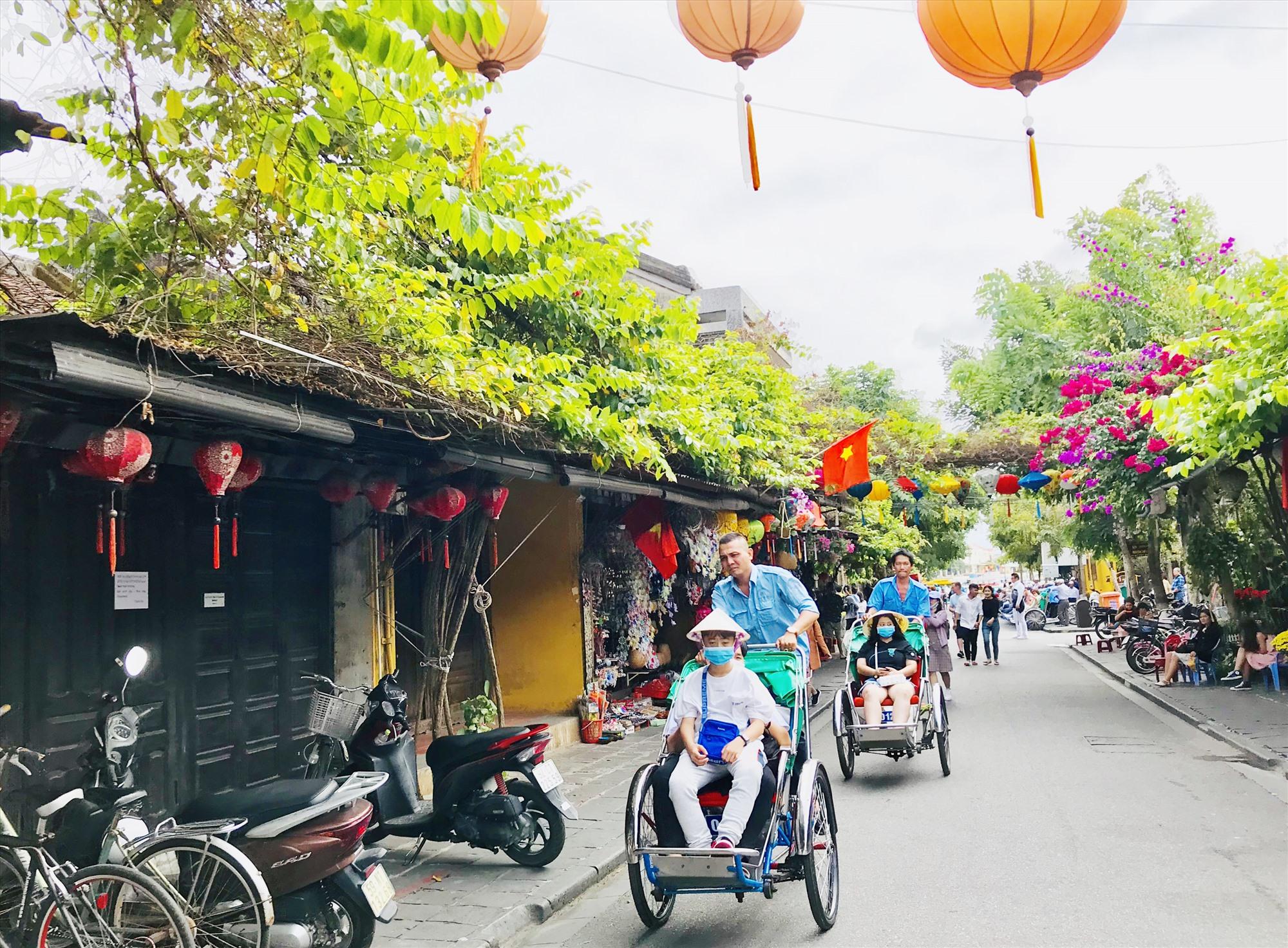 Hầu hết du khách đến Quảng Nam hiện vẫn thông qua cửa ngõ Đà Nẵng. Ảnh: Q.T