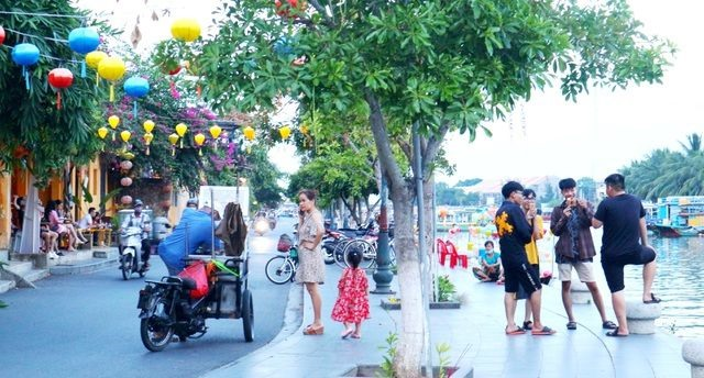 Tourists in Hoi An ancient town