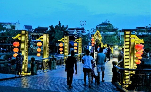Although Hoi An is now not very crowded with visitors,  It is also a good sign for the local tourism.