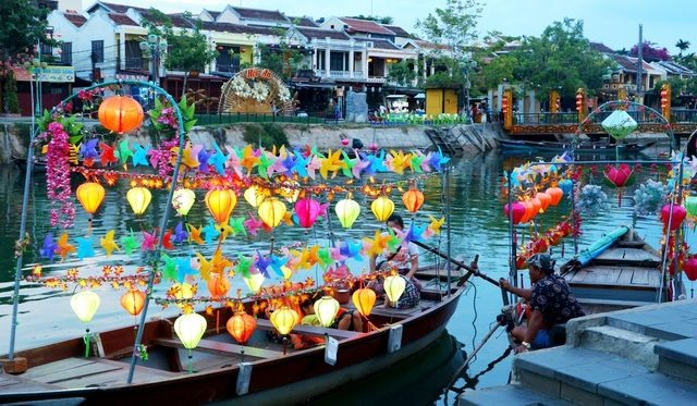 Sparkling lanterns on Hoai River