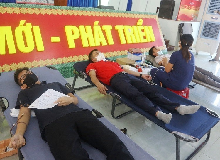 Các tình nguyện viên tham gia hiến máu đợt 3 năm 2020.