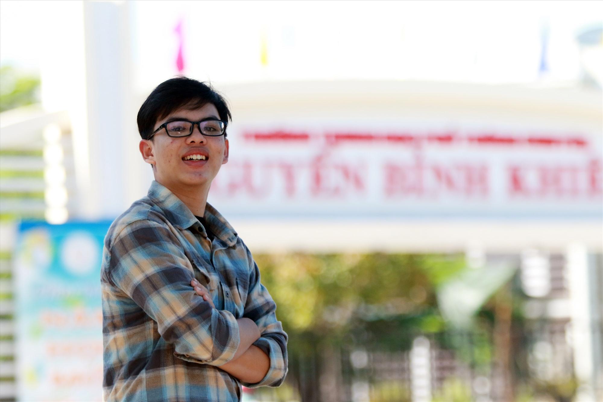Gia Huy vừa sở hữu thành tích ấn tượng ở bộ môn Tin học, vừa là một thủ lĩnh đoàn năng nổ ở trường. Ảnh: T.C