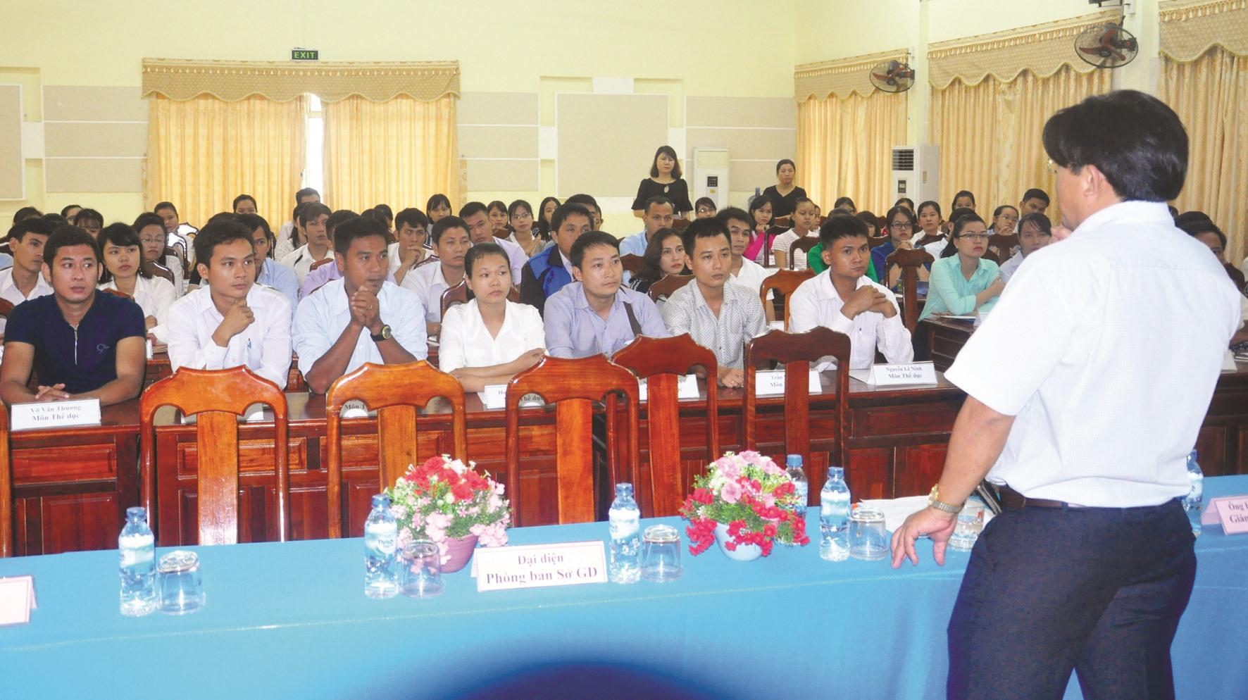 Phân công công tác theo hình thức giáo viên tự chọn trường được Sở GD-ĐT tổ chức năm 2016. Ảnh:X.P