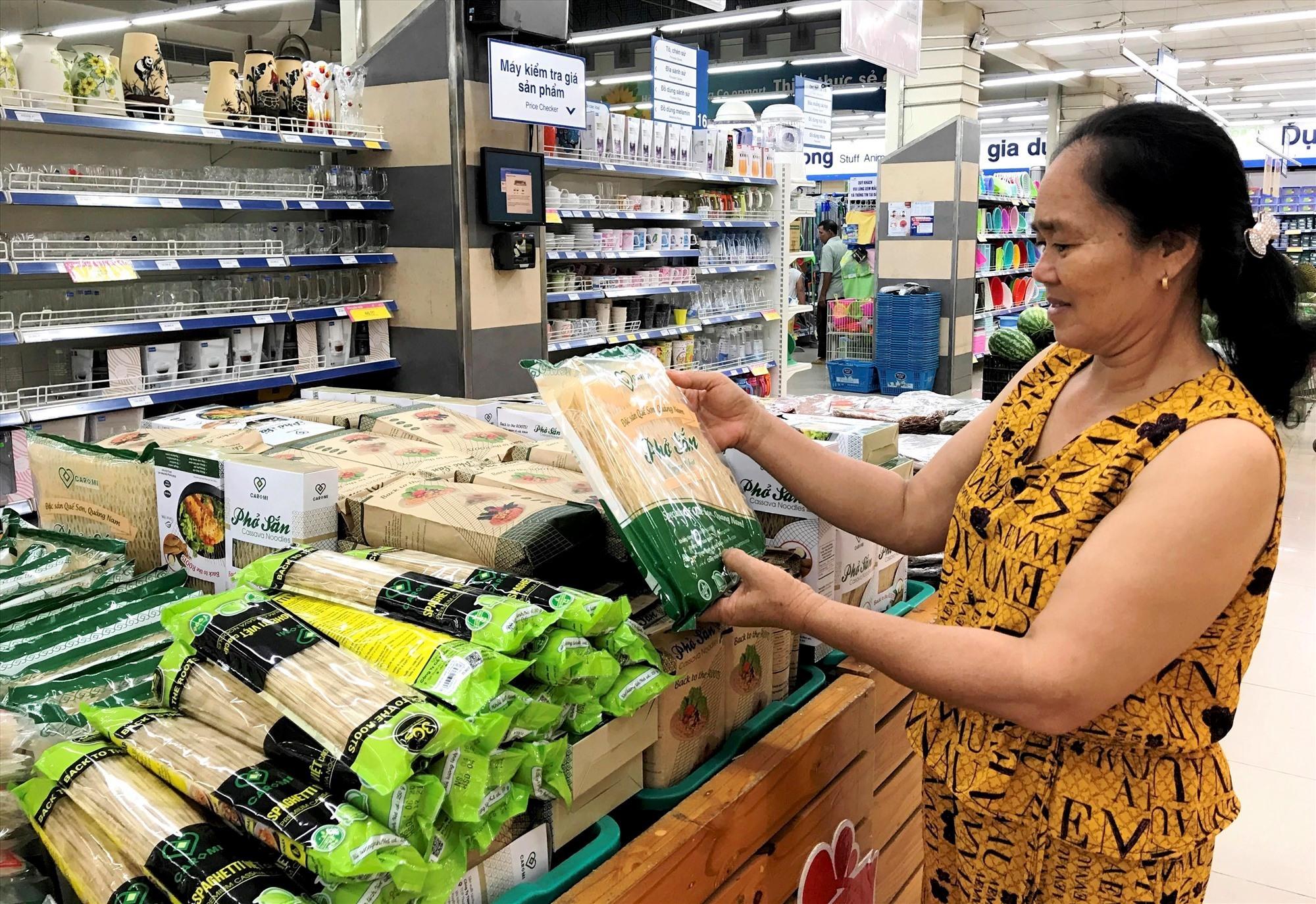 Sản phẩm phở sắn Caromi được bày bán tại siêu thị CoopMart Tam Kỳ. Ảnh: VINH ANH