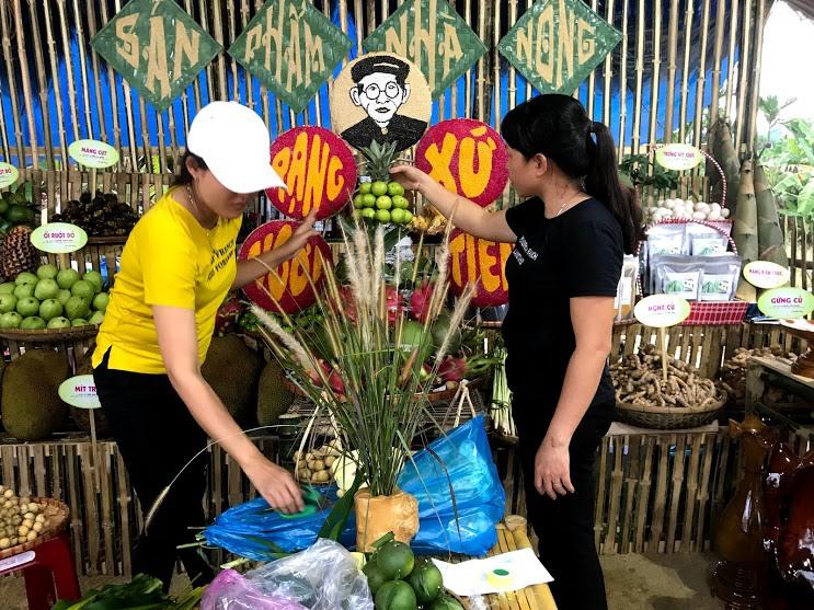 Hội chợ triển lãm trưng bày, giới thiệu sản phẩm nông nghiệp là dịp để quảng bá thành tựu nông nghiệp, sản phẩm đặc trưng. Trong ảnh: Sản phẩm nông nghiệp của huyện Tiên Phước. Ảnh: C.N