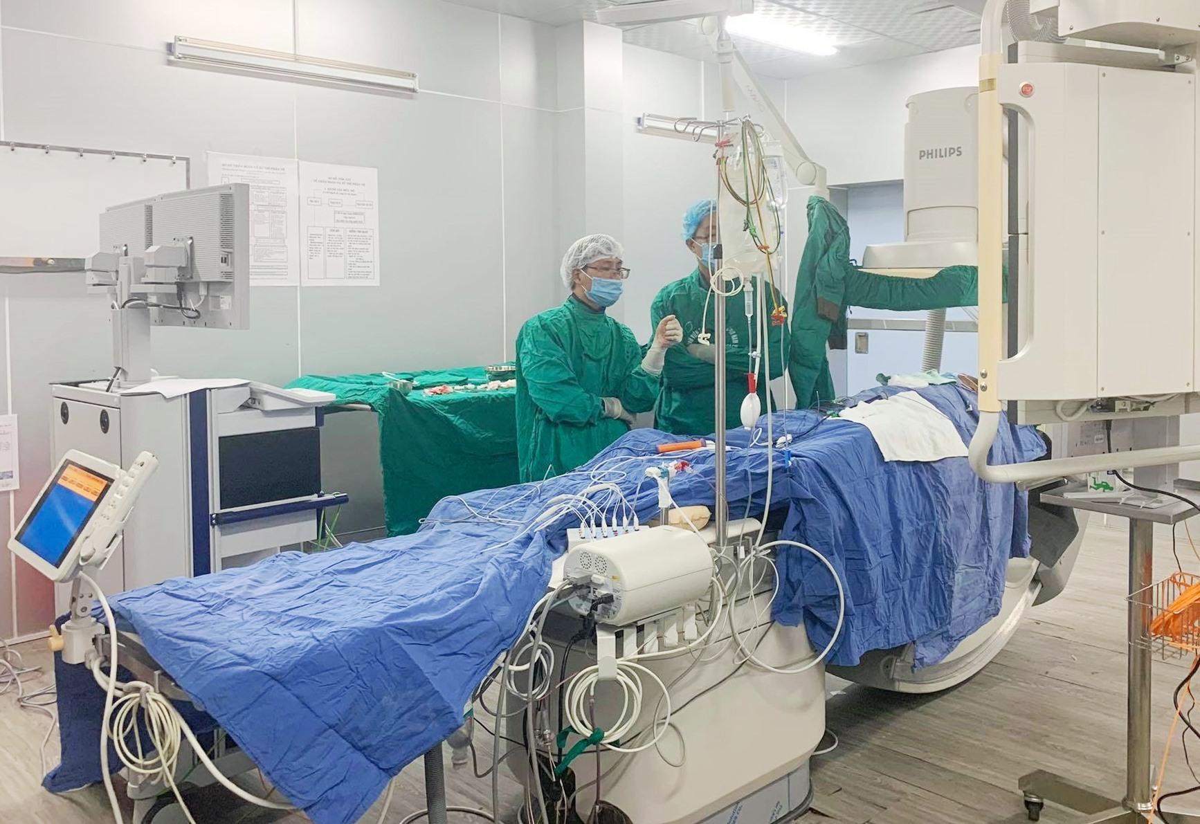Bệnh nhân được điều trị hội chứng Wolf-Parkinson-White tại BV Đa khoa khu vực miền núi phía Bắc Quảng Nam. Ảnh: T.M