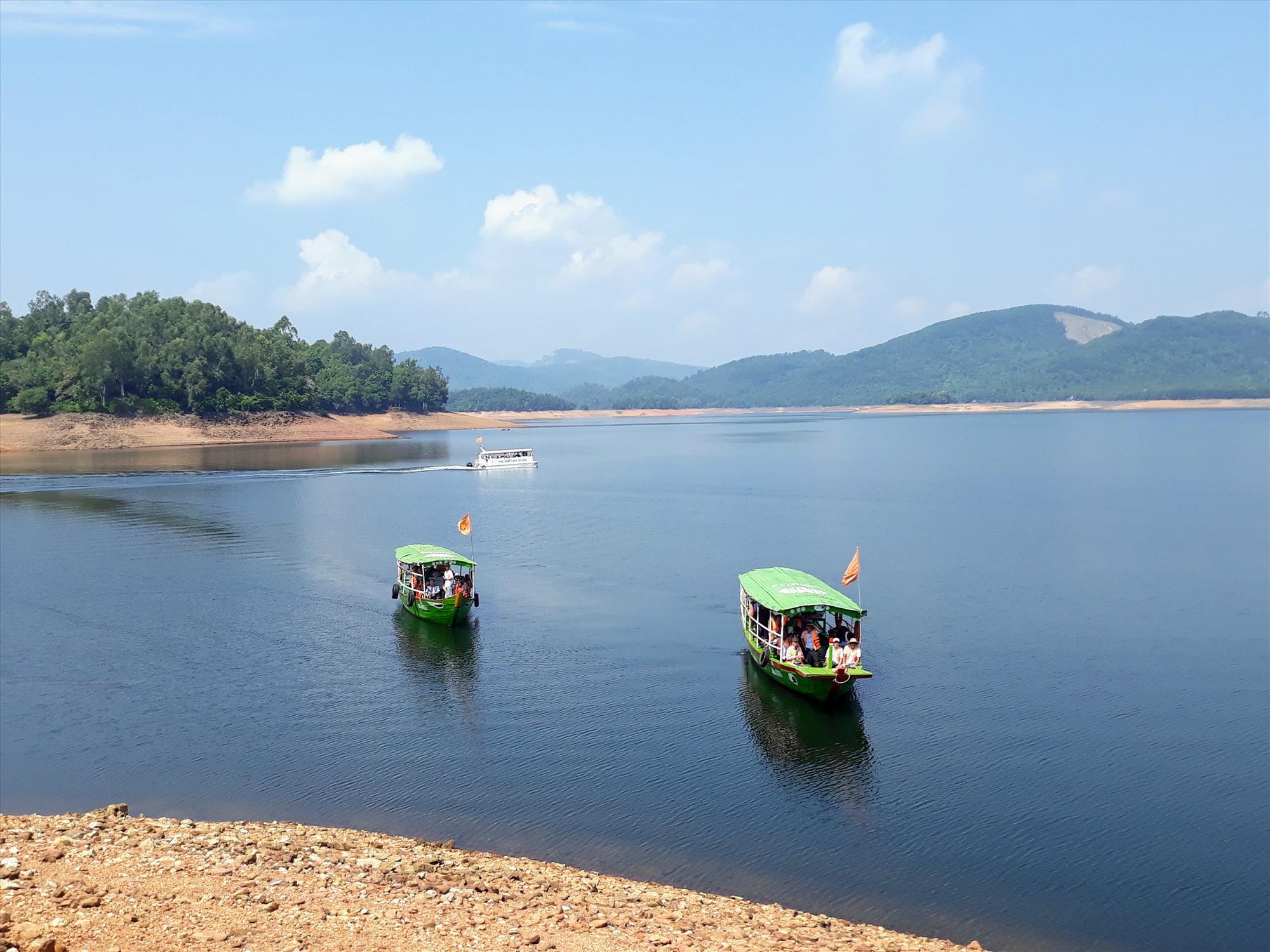 Rất cần quảng bá du lịch bằng hình thức trực tuyến. Trong ảnh: Hồ Phú Ninh. Ảnh: B.A