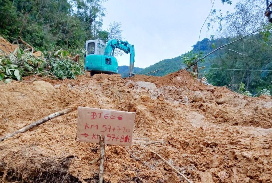 Một đoạn đường ĐT 606 đã bị sạt lở do ảnh hưởng của bão số 5