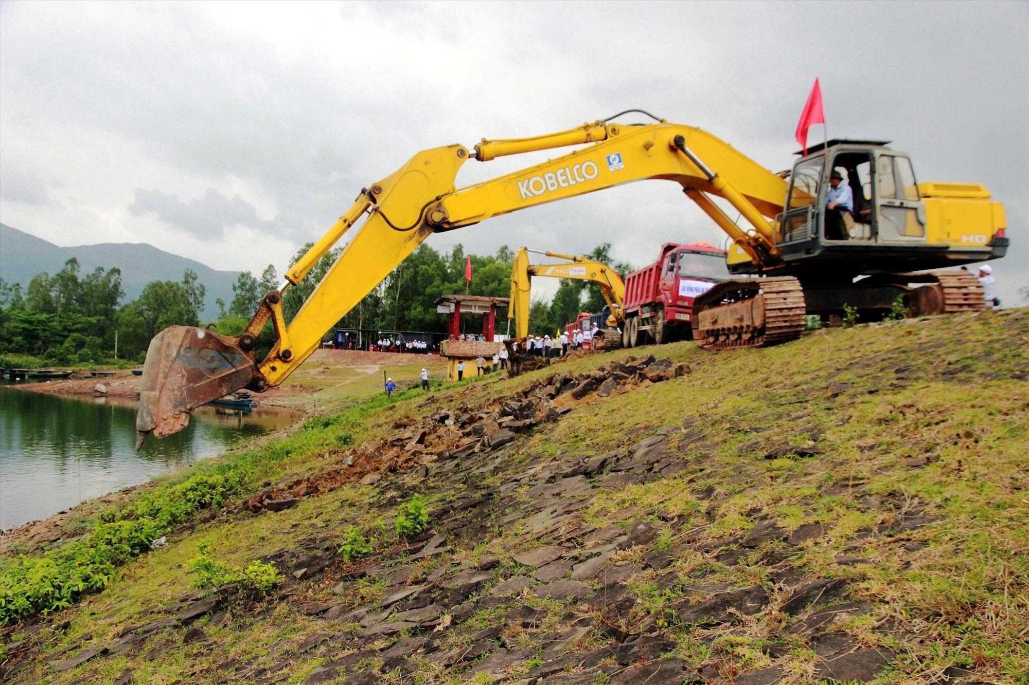 Nhờ được đầu tư nâng cấp nên hiện nay hồ chứa nước Khe Tân (Đại Lộc) đảm bảo an toàn trong mùa mưa lũ.   Ảnh: VĂN SỰ