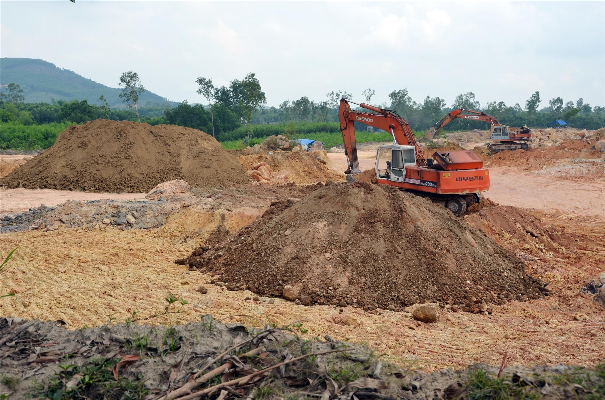 Các mỏ khoáng sản phải đấu giá quyền khai thác theo luật định. Ảnh: H.P