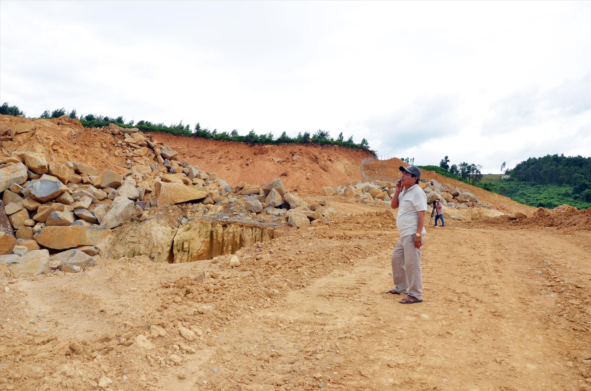Việc bổ sung quy hoạch khoáng sản làm vật liệu xây dựng thông thường là cần thiết. TRONG ẢNH: Một mỏ đất tại xã Đại Hiệp, huyện Đại Lộc. Ảnh: H.P