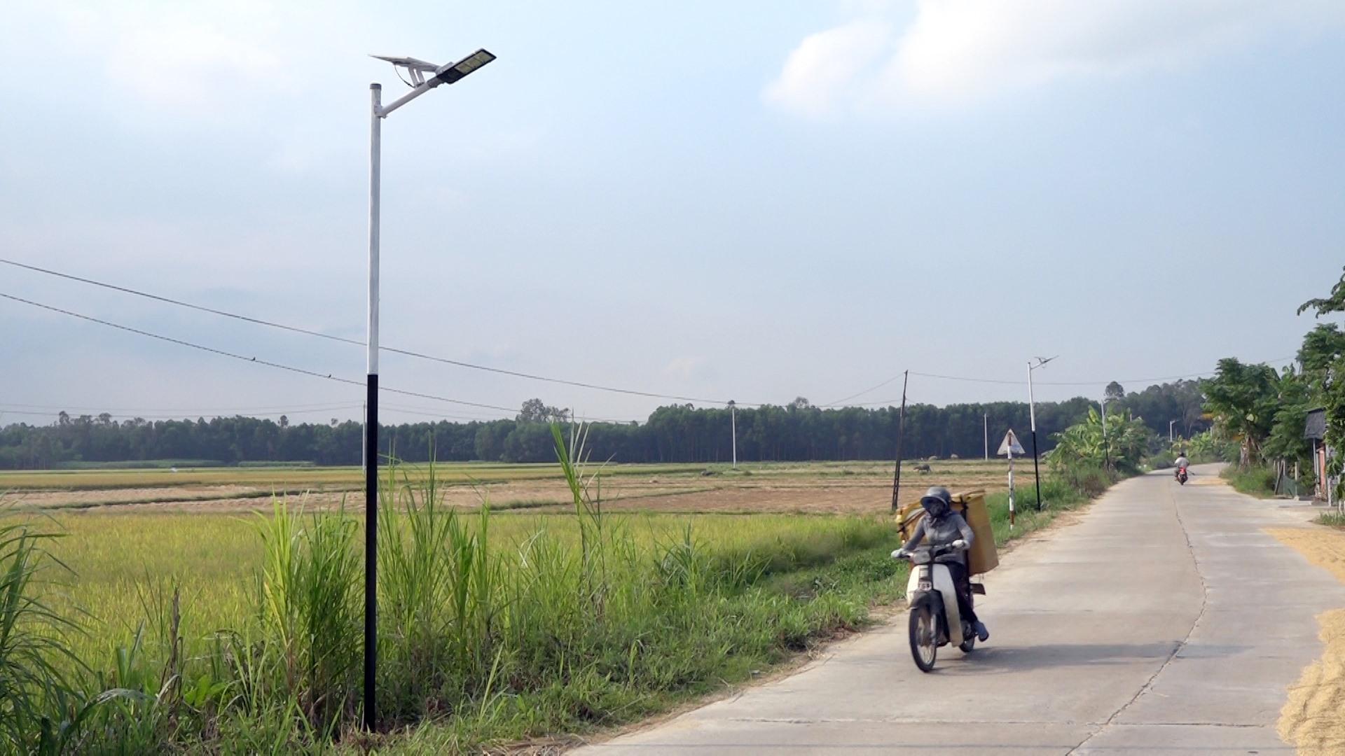 Solar lamps in Binh Quy commune