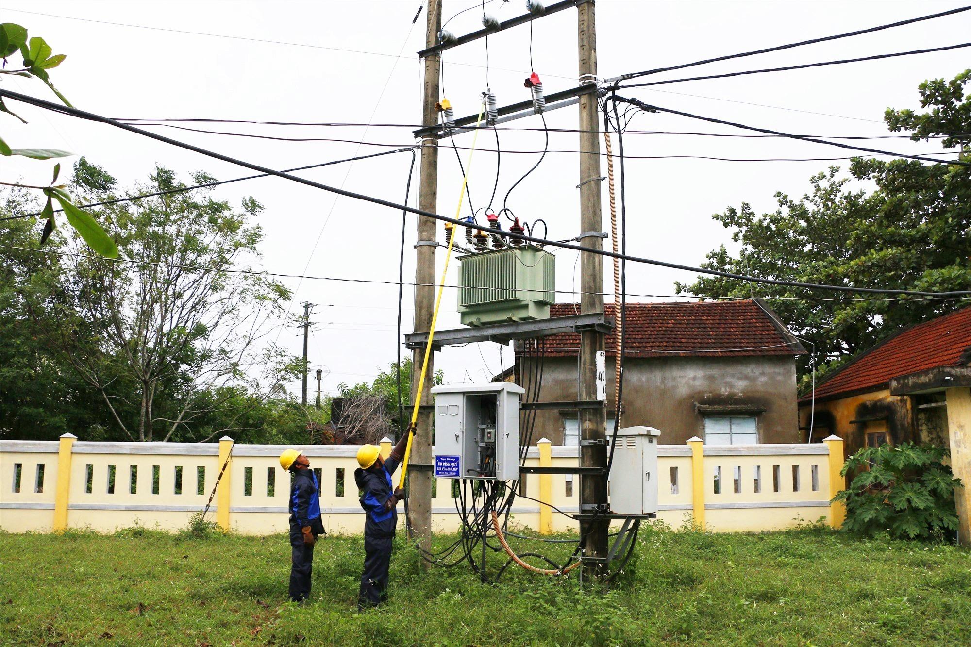C Quảng Nam khẩn trương khôi phục cấp điện phục vụ khách hàng.
