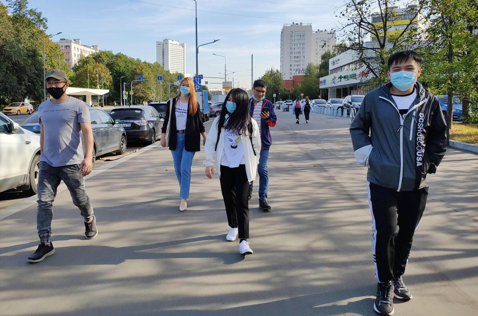 Sinh viên Việt Nam tại Nga bình tĩnh và cẩn trọng trước dịch Covid-19. ẢNH: NGỌC TRÃI