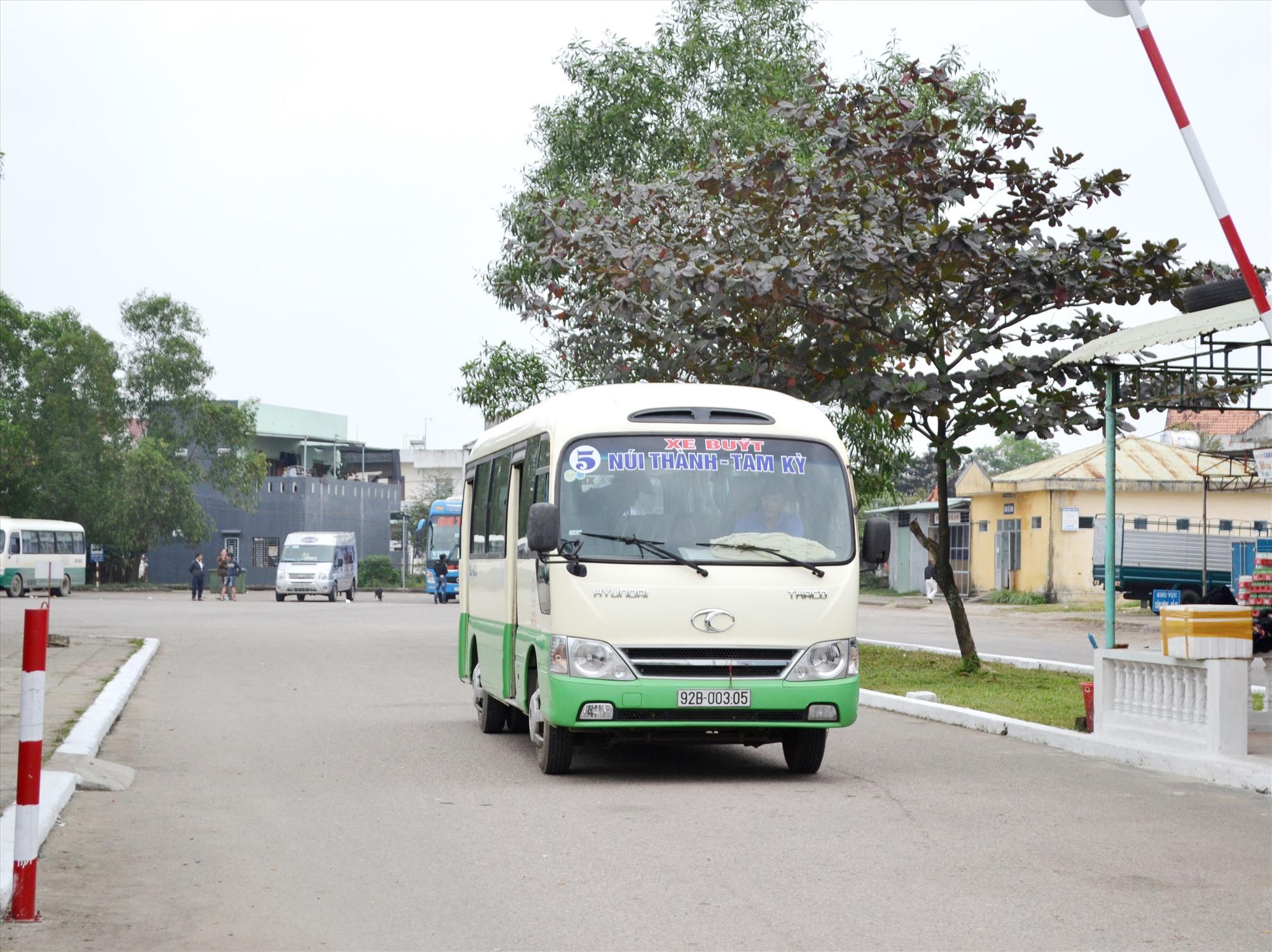 Hợp tác xã được tạo điều kiện tham gia vận tải hành khách công cộng tuyến Tam Kỳ - Núi Thành. Ảnh: C.T