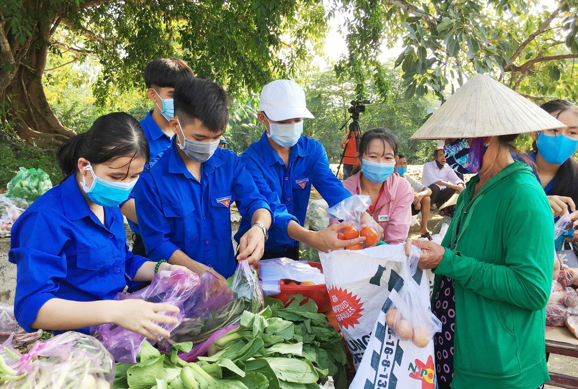 Mặt trận và các đoàn thể ở Phú Ninh đã chung tay, đồng hành hiệu quả cùng chính quyền và nhân dân phòng chống dịch bệnh Covid-19. Ảnh: H.C