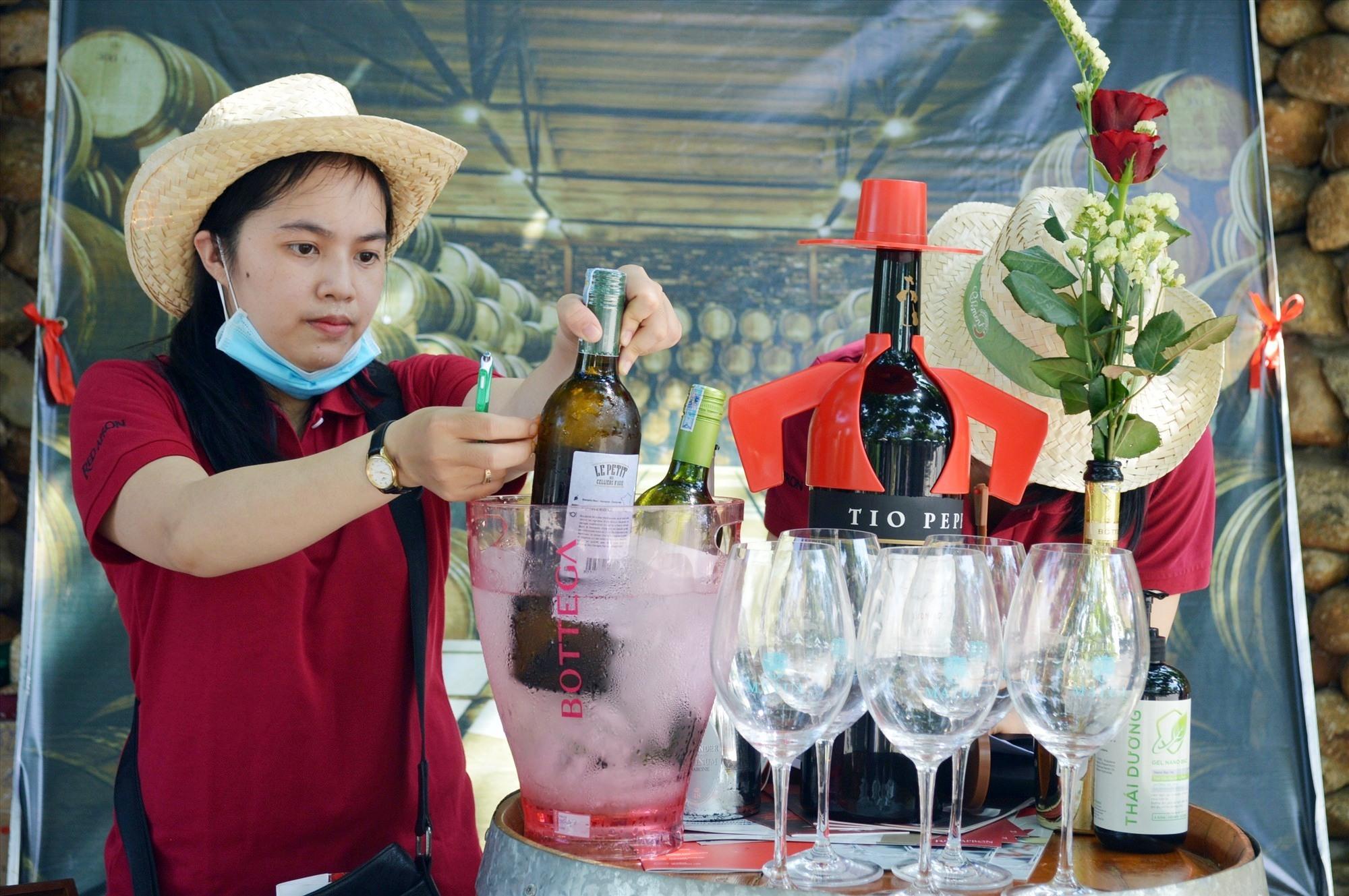 Ngoài mua sắm khách còn có cơ hội thưởng thức nhiều thức uống ngon