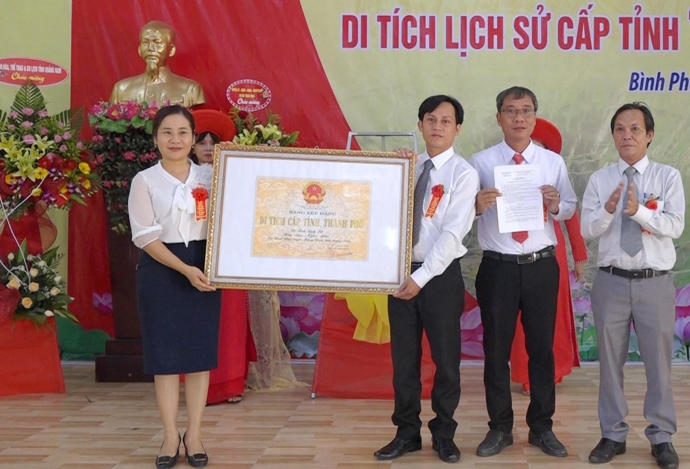 đón bằng xếp hạng di tích lịch sử cấp tỉnh địa đạo Ngọc Sơn