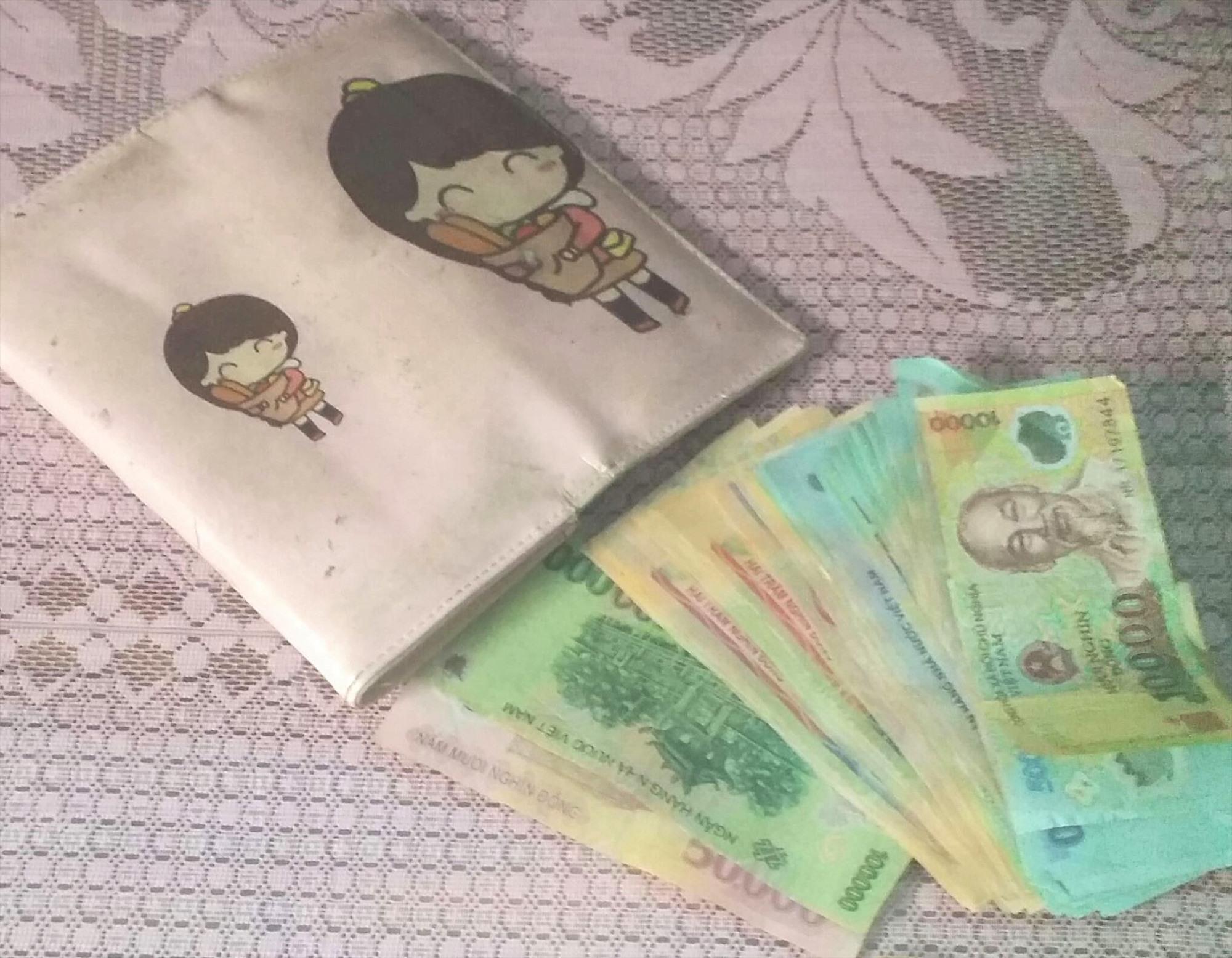 Số tiền Lài nhặt được. Ảnh: CTV